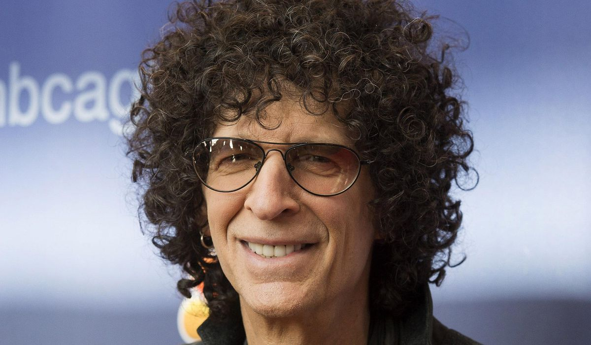 Howard Stern mocks Donald Trump voters: 'The people Trump despises most, love him the most' thumbnail