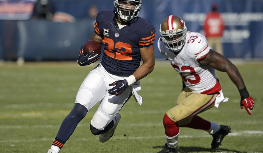 FILE - In this Dec. 6, 2015, file photo, Chicago Bears running back Matt Forte (22) rushes with the ball against the San Francisco 49ers during an NFL football game in Chicago. With three games left and an expiring contract, Forte's time with the Bears could be winding down. A more immediate issue is helping them finish strong after back-to-back losses. (AP Photo/Nam Y. Huh, File)