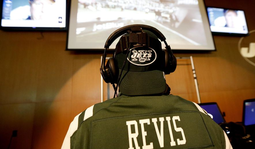 In a Sunday, Dec. 13, 2015, photo, New York Jets fan John Laforte, of Edison, N.J., watches a virtual reality video during a presentation at MetLife Stadium in East Rutherford, N.J. (AP Photo/Julio Cortez)