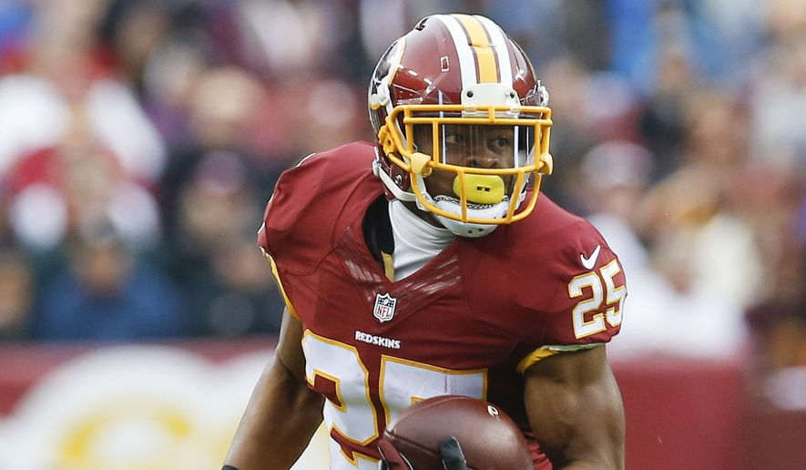 Washington Redskins running back Chris Thompson (25) carries the ball during the first half of an NFL football game against the New York Giants in Landover, Md., Sunday, Nov. 29, 2015. (AP Photo/Patrick Semansky)