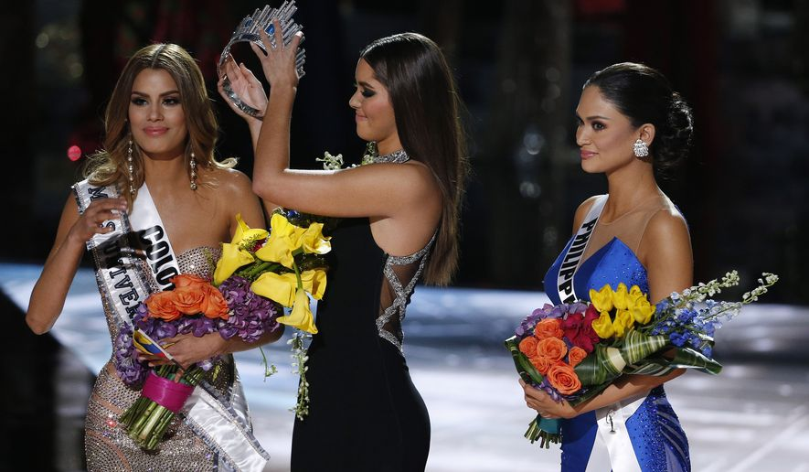 Former Miss Universe Paulina Vega, center, removes the crown from Miss Colombia Ariadna Gutierrez, left, before giving it to Miss Philippines Pia Alonzo Wurtzbach, right, at the Miss Universe pageant on Sunday, Dec. 20, 2015, in Las Vegas. Gutierrez was incorrectly named the winner before Wurtzbach was given the Miss Universe crown. (AP Photo/John Locher)