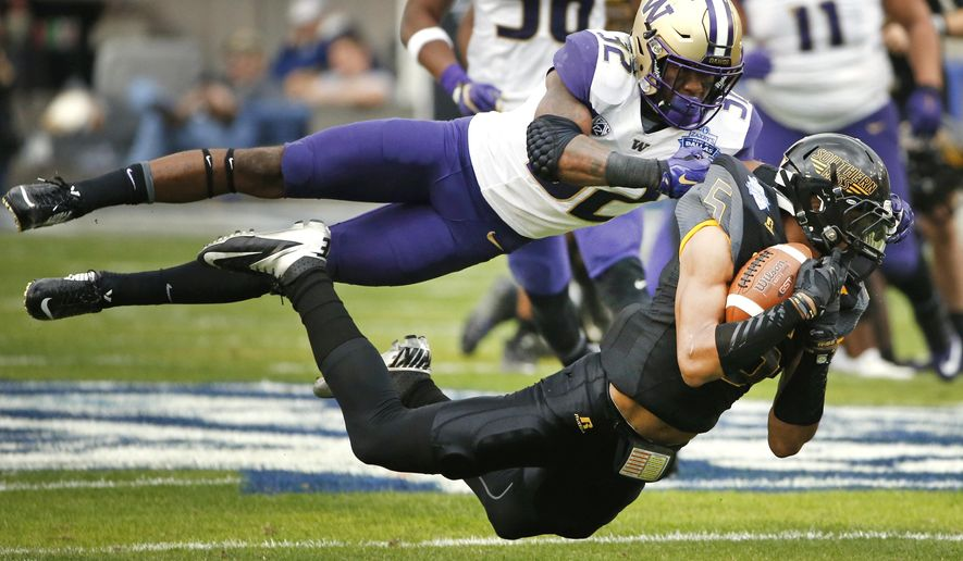 Southern Mississippi wide receiver DJ Thompson (5) makes a catch against Washington defensive back Budda Baker (32) during the first half of the Heart of Dallas Bowl NCAA college football game, Saturday, Dec. 26, 2015, in Dallas. (AP Photo/Ron Jenkins)