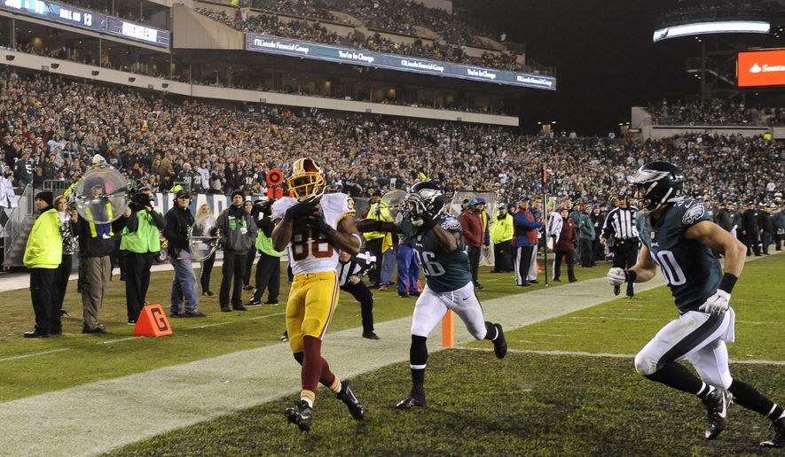 Washington Redskins' Pierre Garcon (88) pulls in a touchdown pass in the second half of an NFL football game against the Philadelphia Eagles, Saturday, Dec. 26, 2015, in Philadelphia.  (AP Photo/Michael Perez)