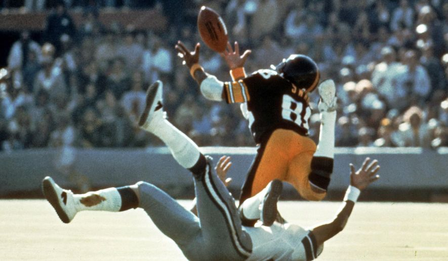FILE - In this Jan. 18, 1976, file photo, Pittsburgh Steelers' Lynn Swann makes a diving catch against the Dallas Cowboys during NFL football's Super Bowl X at the Orange Bowl in Miami.  The Steelers won the Super Bowl for the second consecutive year and Swann, known for his spectacular catches, made four receptions for 161 yards, and was voted the game's MVP. (AP Photo/File)