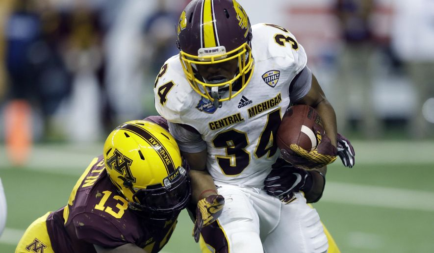 Minnesota linebacker Jonathan Celestin (13) closes in on Central Michigan running back Romello Ross during the first half of the Quick Lane Bowl NCAA college football game, Monday, Dec. 28, 2015, in Detroit. (AP Photo/Carlos Osorio)