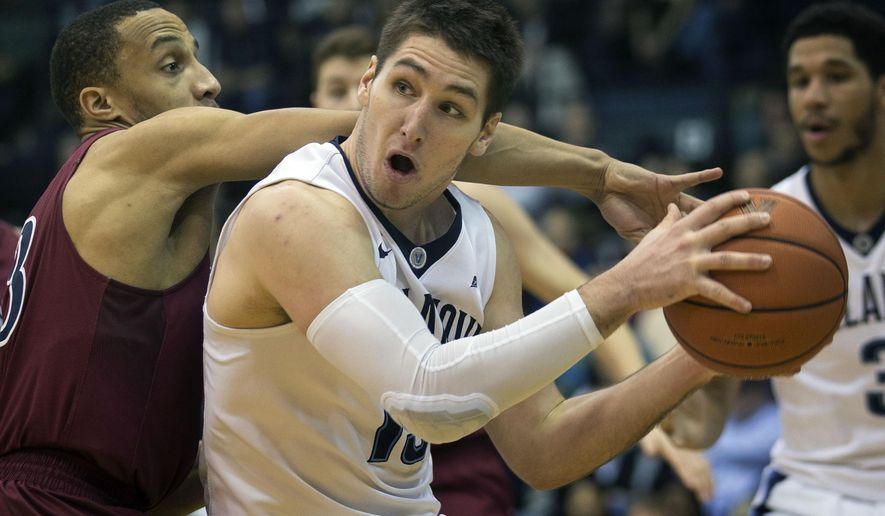 Villanova guard Ryan Arcidiacono, right, tries to get around Penn guard Darnell Foreman in the first half of an NCAA college basketball game, Monday, Dec. 28, 2015, in Villanova, Pa. (AP Photo/Laurence Kesterson)