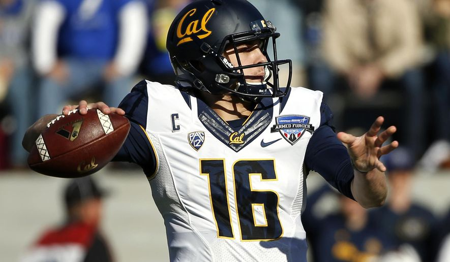 California quarterback Jared Goff (16) looks for an open receiver against Air Force during the first half of the Armed Forces Bowl NCAA college football game, Tuesday, Dec. 29, 2015, in Fort Worth, Texas. (AP Photo/Ron Jenkins)