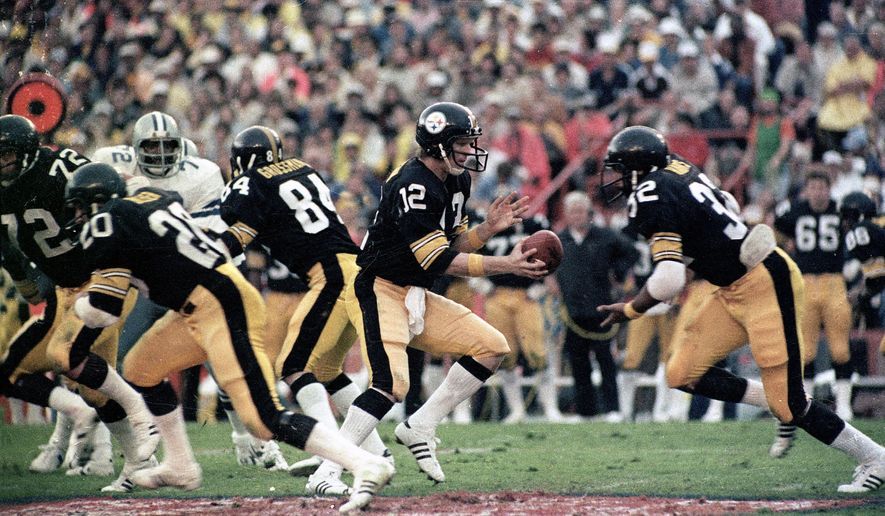 Pittsburgh Steelers quarterback Terry Bradshaw (12) turns around to hand the ball off to running back Franco Harris (32) during Super Bowl XIII NFL football game action against the Dallas Cowboys in Miami. Bradshaw, voted the game's most valuable player, completed 17 of 30 passes for 318 yards, breaking Bart Starr's record of 250 yards passing by halftime. (AP Photo) ** FILE **