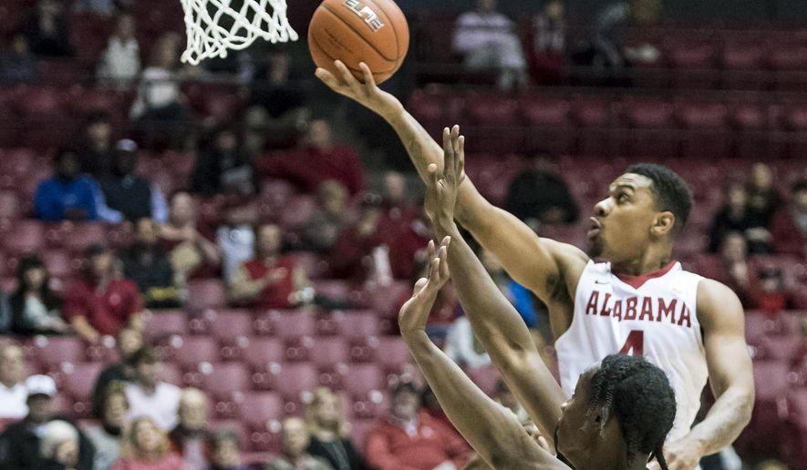 Alabama guard Arthur Edwards (4) dishes a shot against Norfolk State during an NCAA college basketball game, Saturday, Jan. 2, 2016, in Tuscaloosa, Ala.  (Vasha Hunt /AL.com via AP) MAGS OUT; MANDATORY CREDIT