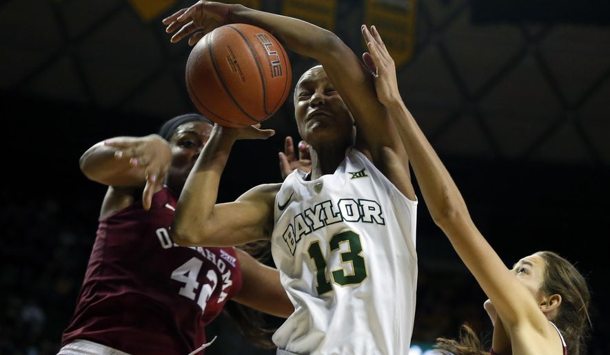 Baylor forward Nina Davis (13), center, is pressured by Oklahoma guard Kaylon Williams (42), left, and Oklahoma forward Shaya Kellogg (22), right, in the first half of an NCAA college basketball game, Sunday, Jan. 3, 2016, in Waco, Texas. (AP photo/Rod Aydelotte)