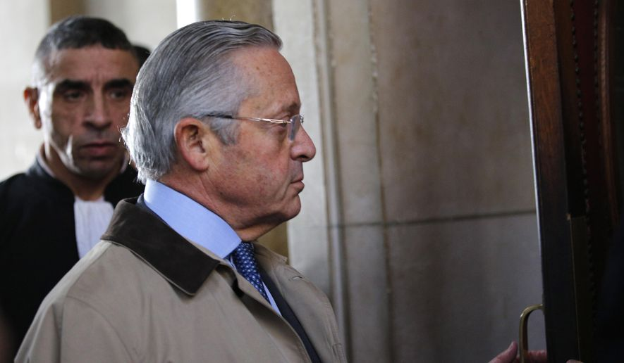 International art dealer Guy Wildenstein arrives at a Paris courtroom, Monday Jan.4, 2016.  Wildenstein is going on trial on charges of defrauding the French state of half a billion euros (about $550 million) in taxes, after two relatives tipped off authorities about the family's financial dealings. Wildenstein, 70, Franco-American heir of a New York art-dealing empire, is accused of concealing much of his inherited fortune in trusts held in offshore tax havens. (AP Photo/Christophe Ena)