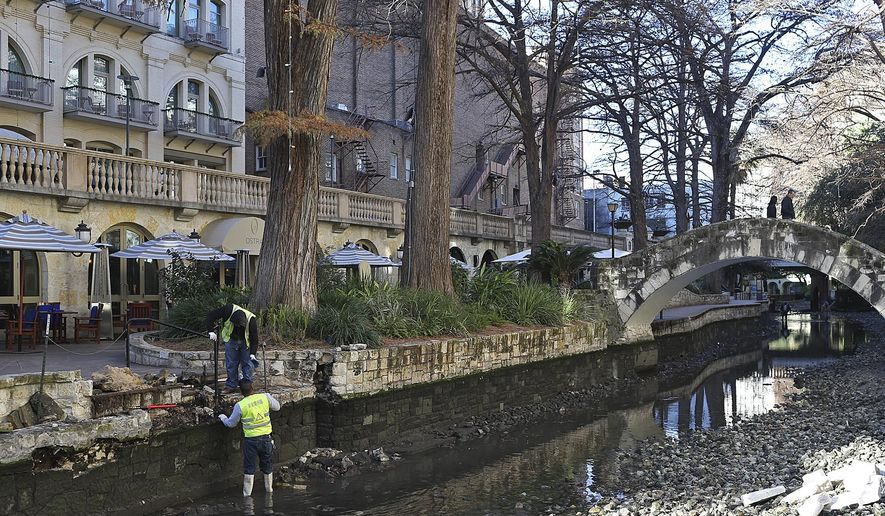 Workers clean up the San Antonio River Walk along the River Loop, Monday, Jan. 4, 2016. Work will continue through Jan. 9 and includes  the Museum and Mission Reach of the River Walk. (Jerry Lara/San Antonio Express-News via AP) MAGS OUT NO SALES SAN ANTONIO OUT
