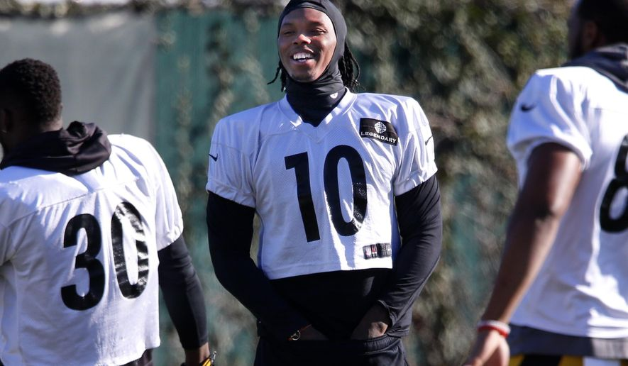 Pittsburgh Steelers wide receiver Martavis Bryant (10) warms up during an NFL football practice, in Pittsburgh, Wednesday, Jan. 6, 2016. The Steelers face the Cincinnati Bengals in an NFL Wild Card playoff football game Saturday. (AP Photo/Gene J. Puskar)