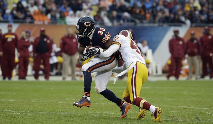 Chicago Bears running back Jeremy Langford (33) runs the ball against Washington Redskins cornerback Quinton Dunbar (47) during the second half of an NFL football game, Sunday, Dec. 13, 2015, in Chicago. (AP Photo/Nam Y. Huh)