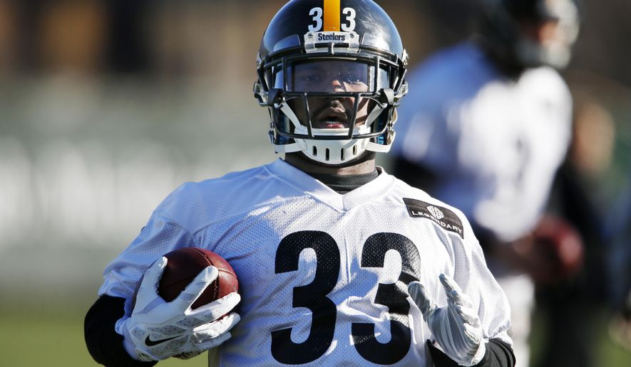 Pittsburgh Steelers running backs Fitzgerald Toussaint (33) runs a drill during an NFL football practice, in Pittsburgh, Wednesday, Jan. 6, 2016. With starting running back DeAngelo Williams' right foot still hurting, Toussaint and Jordan Todman will get the carries when the Steelers face the Cincinnati Bengals in an NFL Wild Card playoff football game Saturday in Cincinnati. (AP Photo/Gene J. Puskar)