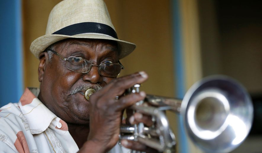 """FILE - This July 17, 2013 file photo shows Cuban musician Alfredo """"Chocolate"""" Armenteros plays his trumpet in his apartment in New York. Armenteros died Wednesday, Jan. 6, 2016, from complications of prostate cancer. He was 87. (AP Photo/Kathy Willens, File)"""