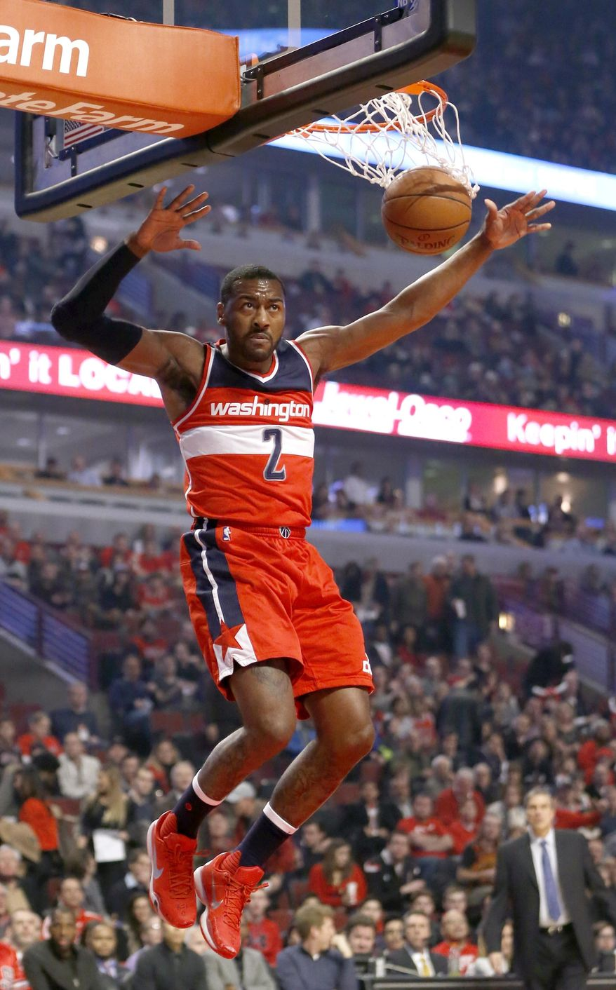 Washington Wizards guard John Wall dunks the ball during the first half of an NBA basketball game against the Chicago Bulls, Monday, Jan. 11, 2016, in Chicago. (AP Photo/Charles Rex Arbogast)