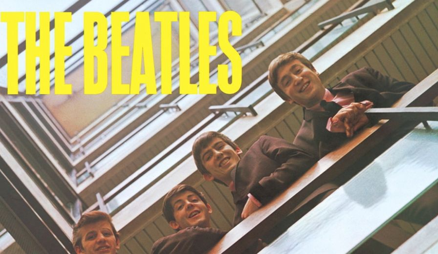 How many members did the Beatles lineup consist of, according to their studio contract from 1962 to 1970?