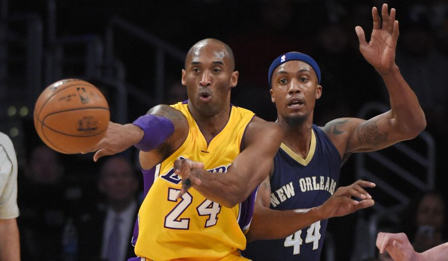 Los Angeles Lakers forward Kobe Bryant, left, passes the ball as New Orleans Pelicans forward Dante Cunningham defends during the first half of an NBA basketball game, Tuesday, Jan. 12, 2016, in Los Angeles. (AP Photo/Mark J. Terrill)