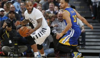 Denver Nuggets guard Jameer Nelson, left picks up a loose ball as Golden State Warriors guard Stephen Curry defends during the first half of an NBA basketball game, Wednesday, Jan. 13, 2016, in Denver. (AP Photo/David Zalubowski)