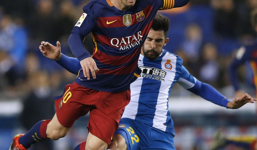 FC Barcelona's Lionel Messi, left, duels for the ball against Espanyol's Alvaro Gonzalez, during a Copa del Rey soccer match at RCDE stadium in Barcelona, Spain, Wednesday, Jan. 13, 2016. (AP Photo/Manu Fernandez)
