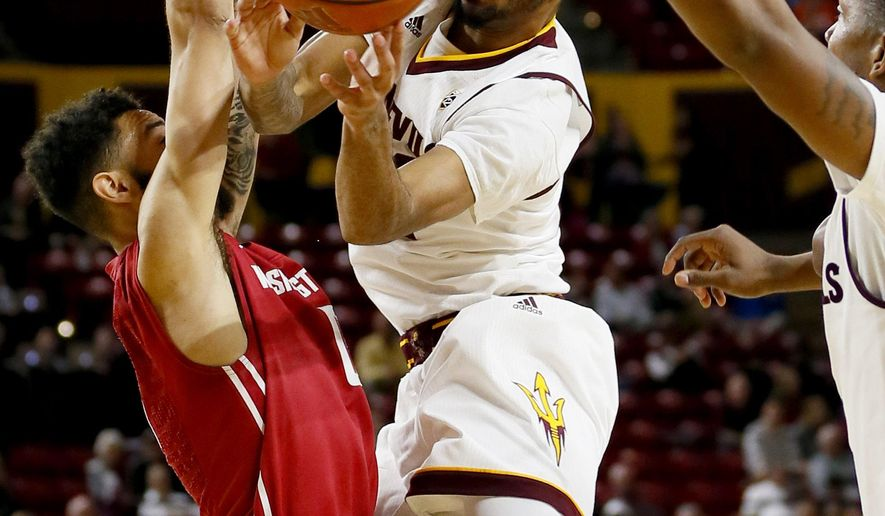 Arizona State forward Savon Goodman, right, drives past and Washington State guard Viont'e Daniel during the second half of an NCAA college basketball game Thursday, Jan. 14, 2016, in Tempe, Ariz. (AP Photo/Matt York)