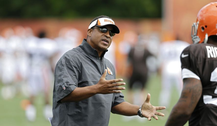 FILE - In this Sunday, July 28, 2013 file photo, Cleveland Browns defensive coordinator Ray Horton gestures during training camp at the NFL football team's facility in Berea, Ohio. A person familiar with the hiring says new Browns coach Hue Jackson has added defensive coordinator Ray Horton to his staff, Wednesday, Jan. 20, 2016. (AP Photo/Mark Duncan, File) **FILE**