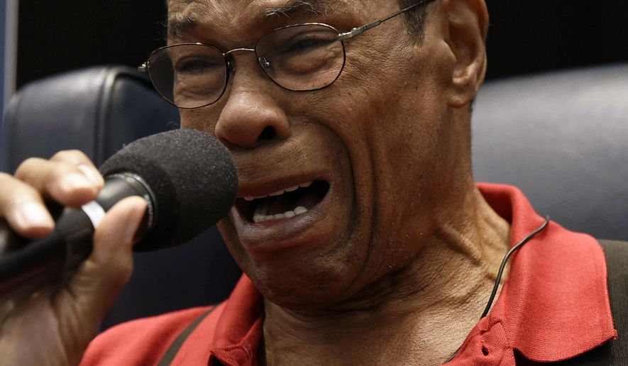 Former Minnesota Twins baseball player Rod Carew gets emotional as he speaks to fans about his recent heart attack during TwinsFest, Saturday, Jan. 30, 2016, in Minneapolis. (AP Photo/Hannah Foslien)