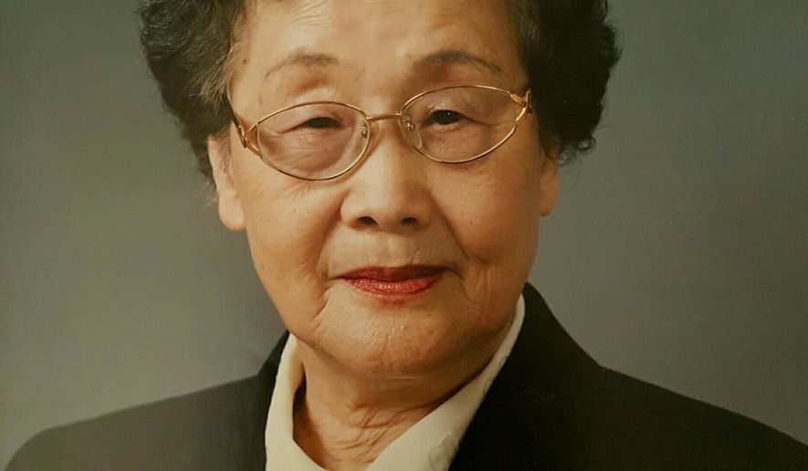 Dr. Syn Duk Choi led a successful career as a professor and a scholar. She became a tenured professor at Ewha Womans University in 1973. After studying in the U.S. at Princeton and Southern Illinois University, she received her Ph.D. from Ewha in 1975. Dr. Choi is survived by her two sons and two daughters and their families.