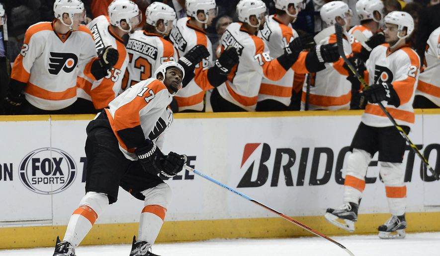 Philadelphia Flyers right wing Wayne Simmonds (17) looks up at the scoreboard after scoring a goal against the Nashville Predators in the second period of an NHL hockey game Thursday, Feb. 4, 2016, in Nashville, Tenn. (AP Photo/Mark Zaleski)