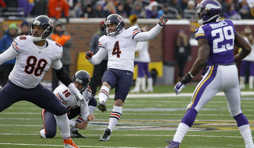 FILE - In this Dec. 28, 2014 file photo, Chicago Bears kicker Jay Feely (4) watches his 48-yard field goal during the first half of an NFL football game against the Minnesota Vikings, in Minneapolis. Feely has some conflicted emotions in his new role as CBS' sideline kicking analyst in playoff games. As a former NFL kicker who attempted 854 place kicks in his 14-year career, Feely knows what his fellow kickers go through each week. As an analyst on the Super Bowl, Feely knows his best chance to get air time will be if Denver's Brandon McManus or Carolina's Graham Gano misses a kick. (AP Photo/Ann Heisenfelt, File)