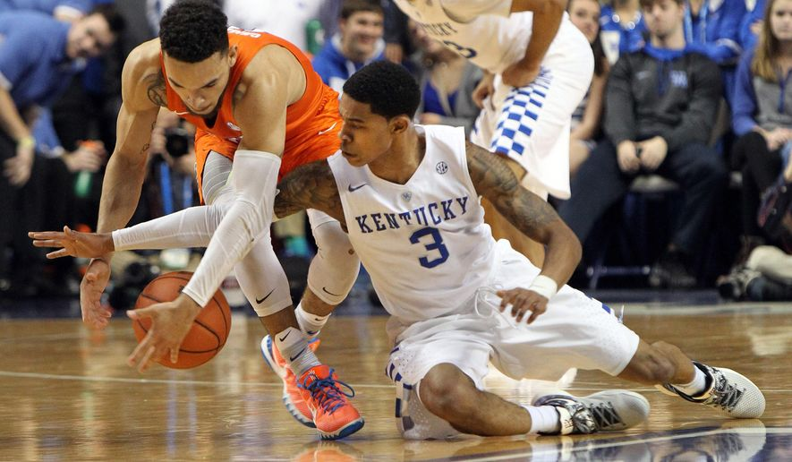 Florida's Chris Chiozza, left, and Kentucky's Tyler Ulis scramble for a loose ball during the first half of an NCAA college basketball game Saturday, Feb. 6, 2016, in Lexington, Ky. (AP Photo/James Crisp)
