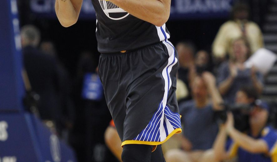 Golden State Warriors' Stephen Curry reacts during the first half of an NBA basketball game against the Oklahoma City Thunder, Saturday, Feb. 6, 2016, in Oakland, Calif. (AP Photo/George Nikitin)