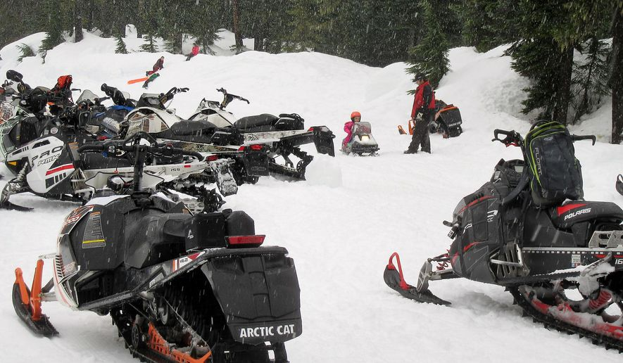 In this photo taken on Jan. 23, 2016, Anthony Ronhaar teaches his 3-year-old daughter Cierra to drive her own miniature snowmobile during a Northwest Glacier Cruisers near Sedro-Woolley, Wash. (Kimberly Cauvel/Skagit Valley Herald via AP) MANDATORY CREDIT