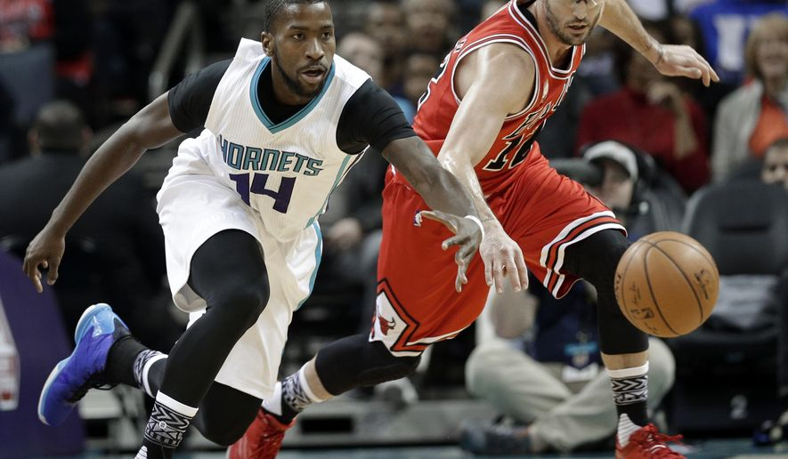 Chicago Bulls' Kirk Hinrich, right, and Charlotte Hornets' Michael Kidd-Gilchrist, left, chase a loose ball in the first half of an NBA basketball game in Charlotte, N.C., Monday, Feb. 8, 2016. (AP Photo/Chuck Burton)