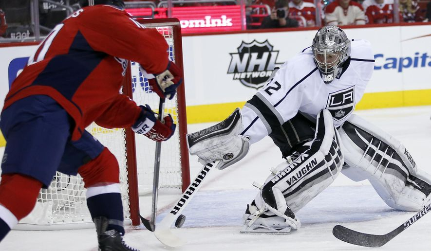 Washington Capitals center Mike Richards, left, reaches for the puck with Los Angeles Kings goalie Jonathan Quick in the first period of an NHL hockey game, Tuesday, Feb. 16, 2016, in Washington. (AP Photo/Alex Brandon)