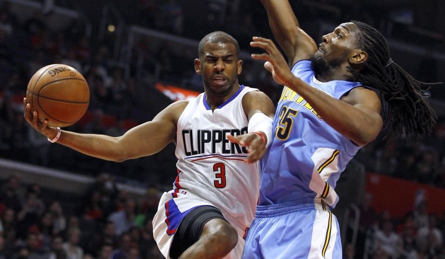 Los Angeles Clippers guard Chris Paul (3) goes up under the basket, next to Denver Nuggets forward Kenneth Faried (35) during the first half of an NBA basketball game in Los Angeles, Wednesday, Feb. 24, 2016. (AP Photo/Alex Gallardo)
