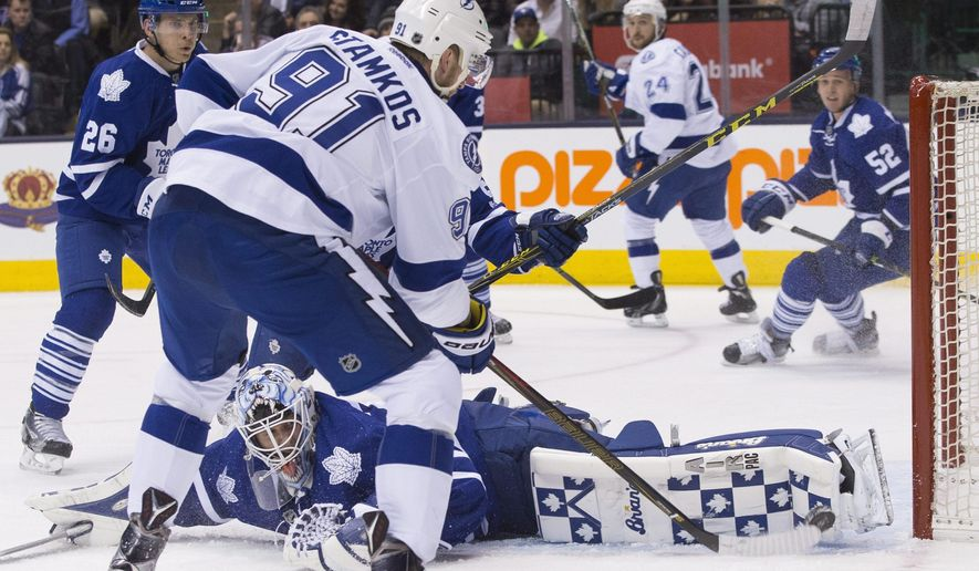 Toronto Maple Leafs goaltender Garret Sparks (right) makes a save from Tampa Bay Lightning Steven Stamkos during first period NHL hockey action in Toronto on Monday, Feb. 29, 2016. (Chris Young/The Canadian Press via AP) MANDATORY CREDIT