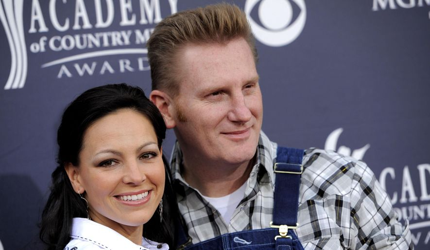 """In this April 3, 2011, file photo, Joey Martin Feek, left, and husband Rory Lee Feek, of """"Joey + Rory,"""" arrive at the Annual Academy of Country Music Awards in Las Vegas, Nev. Joey died Friday, March 4, 2016, her manager said. (AP Photo/Chris Pizzello, File)"""