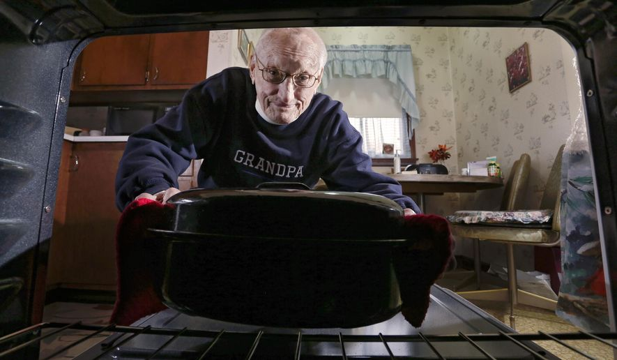 """ADVANCE FOR WEEKEND EDITIONS - In this Feb. 14, 2016 photo, Eugene Roth cooks at his home in Rochester, Minn. """"Exercise, eat well and just generally take care of yourself,"""" 87-year-old Roth says, is his secret for longevity. (Andrew Link/The Rochester Post-Bulletin via AP) MANDATORY CREDIT"""