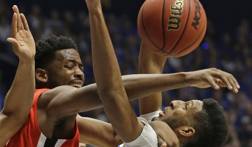 Georgia's Yante Maten, left, Kentucky's Marcus Lee, right, during the first half of an NCAA college basketball game in the Southeastern Conference tournament in Nashville, Tenn., Saturday, March 12, 2016. (AP Photo/Mark Humphrey)