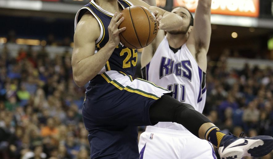 Utah Jazz guard Raul Neto, left, of Brazil, looks to pass against Sacramento Kings center Kosta Koufos during the first half of an NBA basketball game Sunday, March 13, 2016, in Sacramento, Calif.(AP Photo/Rich Pedroncelli)