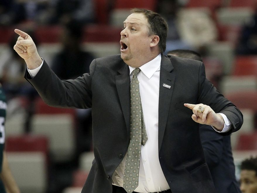"""FILE - In this March 7, 2016, file photo, Green Bay coach Linc Darner shouts instructions to his team during an NCAA college basketball game against Valparaiso in the Horizon League men's tournament in Detroit. The Phoenix score 84.2 points per game in Darner's first year on the bench. They've embraced a style of play that Darner has dubbed """"RP40."""" """"Relentless pressure for 40 minutes,"""" Darner said in explaining the moniker. """"On offense, we're going to push the ball and score easy baskets."""" (AP Photo/Duane Burleson, File)"""