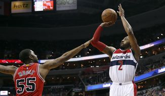 Washington Wizards guard John Wall (2) shoots in front of Chicago Bulls guard E'Twaun Moore (55) during the second half of an NBA basketball game Wednesday, March 16, 2016, in Washington. The Wizards won 117-96. (AP Photo/Alex Brandon)