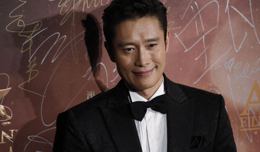 South Korea actor Lee Byung-hun poses for photographers on the red carpet of the Asian Film Awards in Macau, Thursday, March 17, 2016. (AP Photo/Kin Cheung)