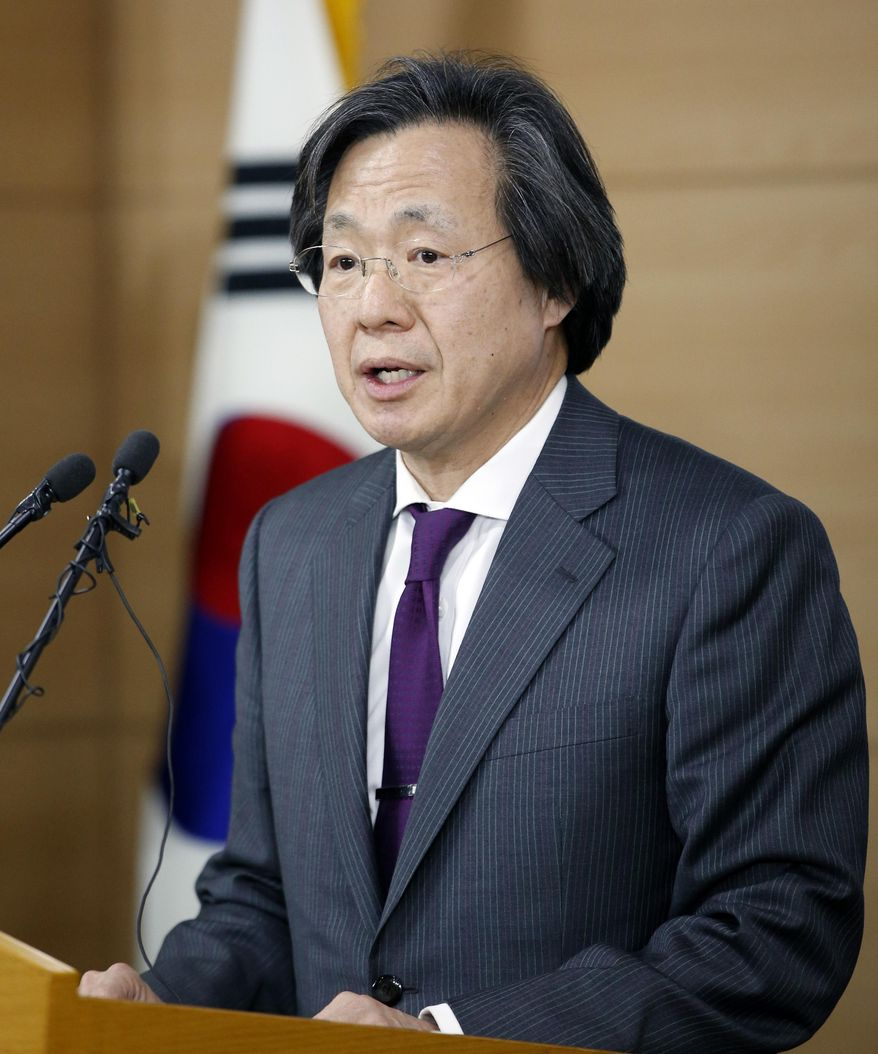 South Korean director of Centers for Disease Control & Prevention, Jung Ki-Suck speaks to the media during a press briefing at the government complex in Seoul, South Korea, Tuesday, March 22, 2016. South Korea on Tuesday reported the country's first case of the Zika virus, a mosquito-borne disease that has been linked to birth defects and other health issues. (AP Photo/Lee Jin-man)