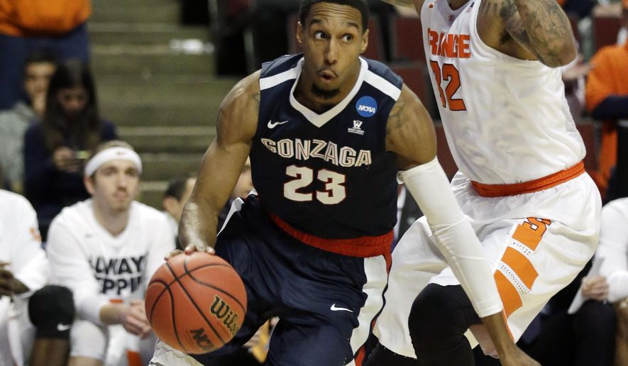 Gonzaga's Eric McClellan (23) drives past Syracuse's DaJuan Coleman (32) during the first half of a college basketball game in the regional semifinals of the NCAA Tournament, Friday, March 25, 2016, in Chicago. (AP Photo/Nam Y. Huh)