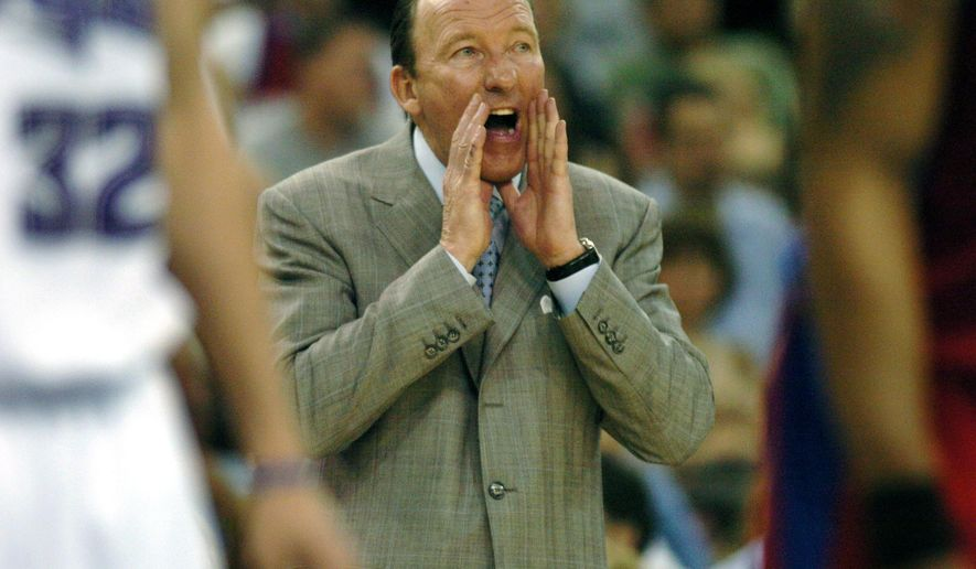 FILE - In this March 30, 2007, file photo, Los Angeles Clippers coach Mike Dunleavy Sr. shouts instructions to players lined up for a free throw during the second half of an NBA basketball game against the Sacramento Kings in Sacramento, Calif. The former long-time NBA coach is taking his first college coaching job at Tulane, announced Monday, March 28, 2016. (AP Photo/Steve Yeater, File)