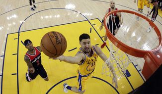 Golden State Warriors' Klay Thompson (11) drives past Washington Wizards' Bradley Beal (3) during the first half of an NBA basketball game Tuesday, March 29, 2016, in Oakland, Calif. Golden State won 102-94. (AP Photo/Marcio Jose Sanchez)