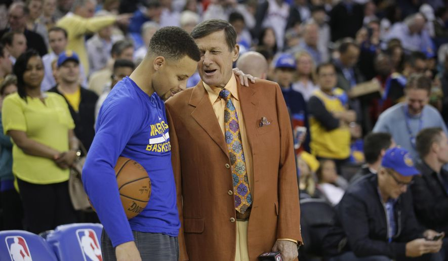 Broadcaster Craig Sager, right, talks to Stephen Curry before an NBA basketball against the Washington Wizards Tuesday, March 29, 2016, in Oakland, Calif. (AP Photo/Marcio Jose Sanchez)